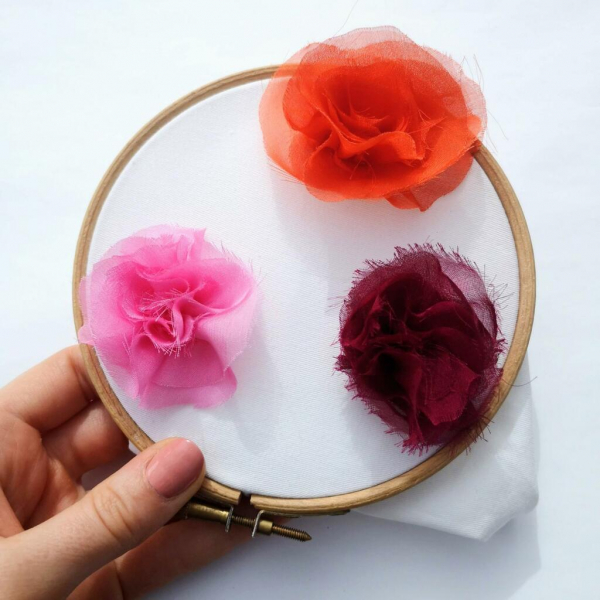 chiffon Rose, rose, fabric rose, fabric manipulation, design outcome, embroidery, embroidery hoop