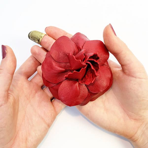 online class, rose flower, fabric rose flower, leather flowers, flower pins, outcome products, accessories, fabric manipulation flowers, red flowers, rose,